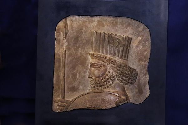 مونسان اطلاع داد مشهد، اولین مقصد نمایش نقش برجسته سرباز هخامنشی